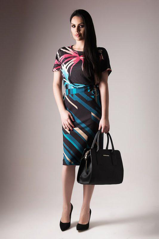 Vestido estampado com manga + bolsa e scarpin preto