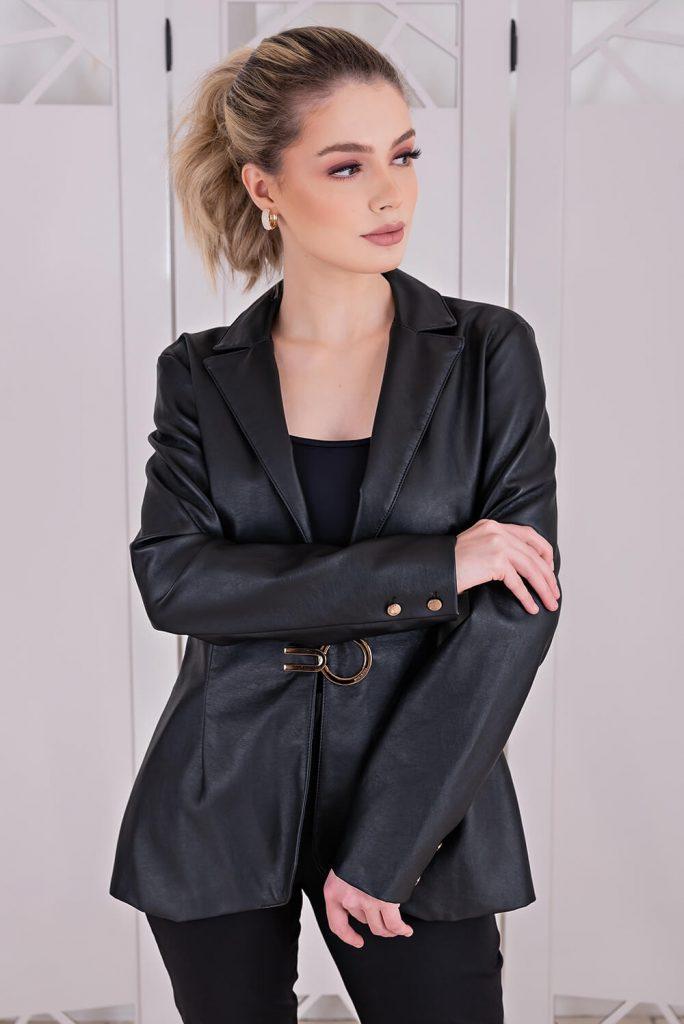Combinação blazer e couro